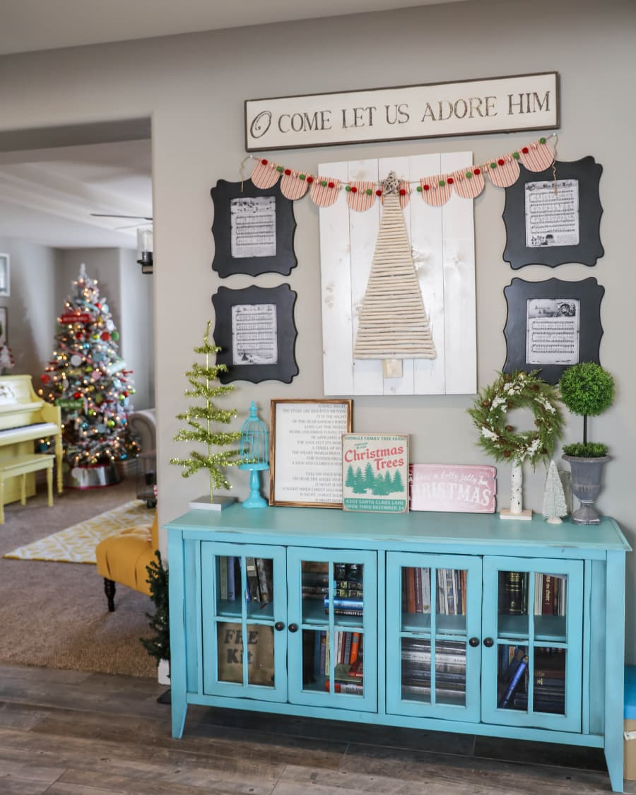 BEAUTIFUL Christmas Home Tour - pretty and festive ideas to help you decorate your own home for the holidays.