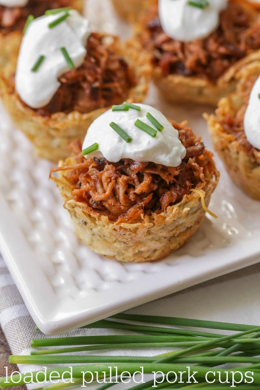 Loaded Pulled Pork Cups - Hashbrown cups filled with the yummiest pulled pork and topped with sour cream and chives! Delicious!!