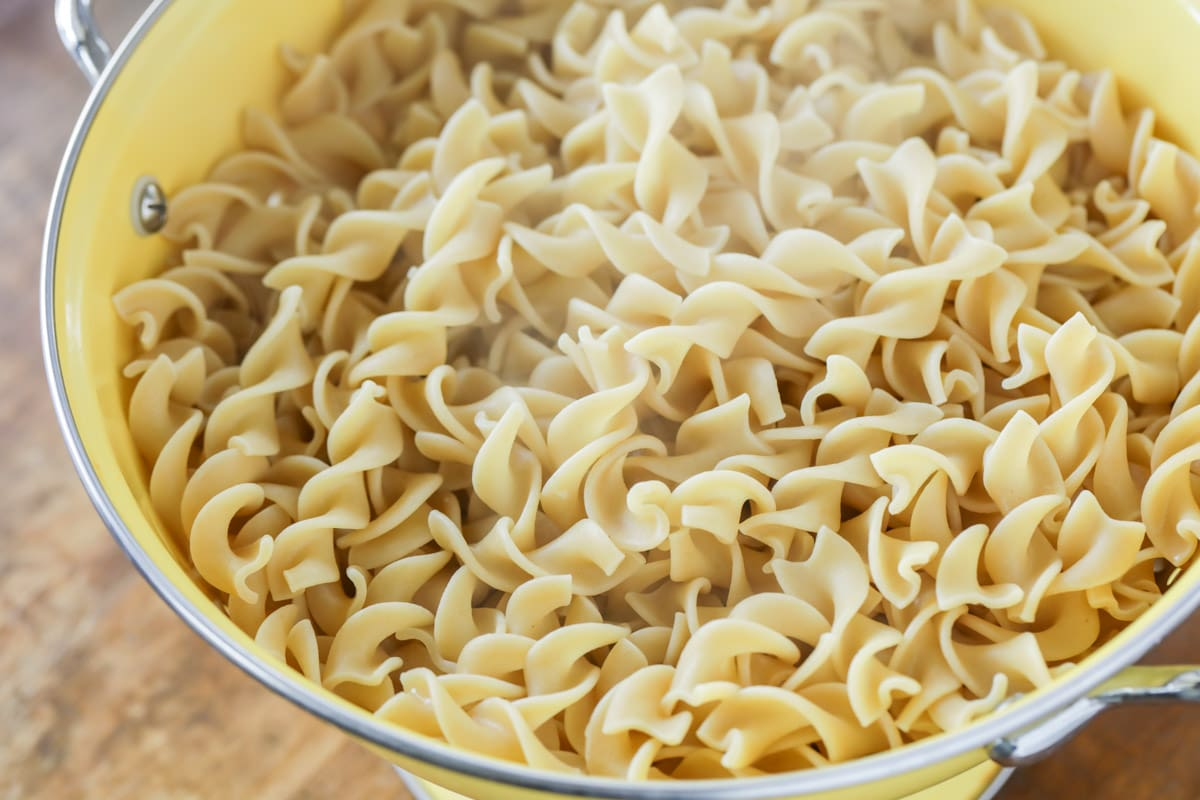 cooked egg noodles in a strainer