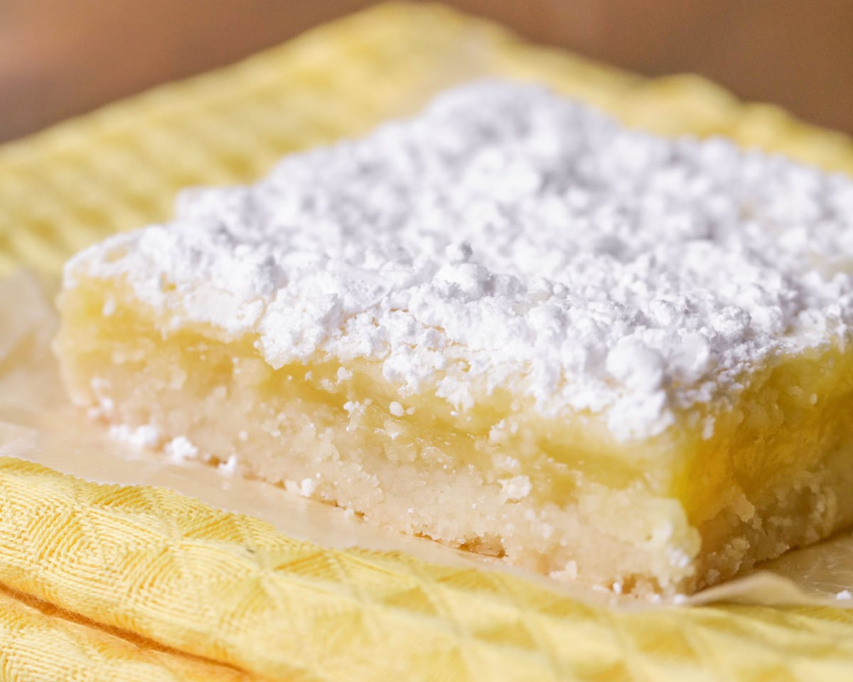 Easy Lemon Bars on yellow dish towel