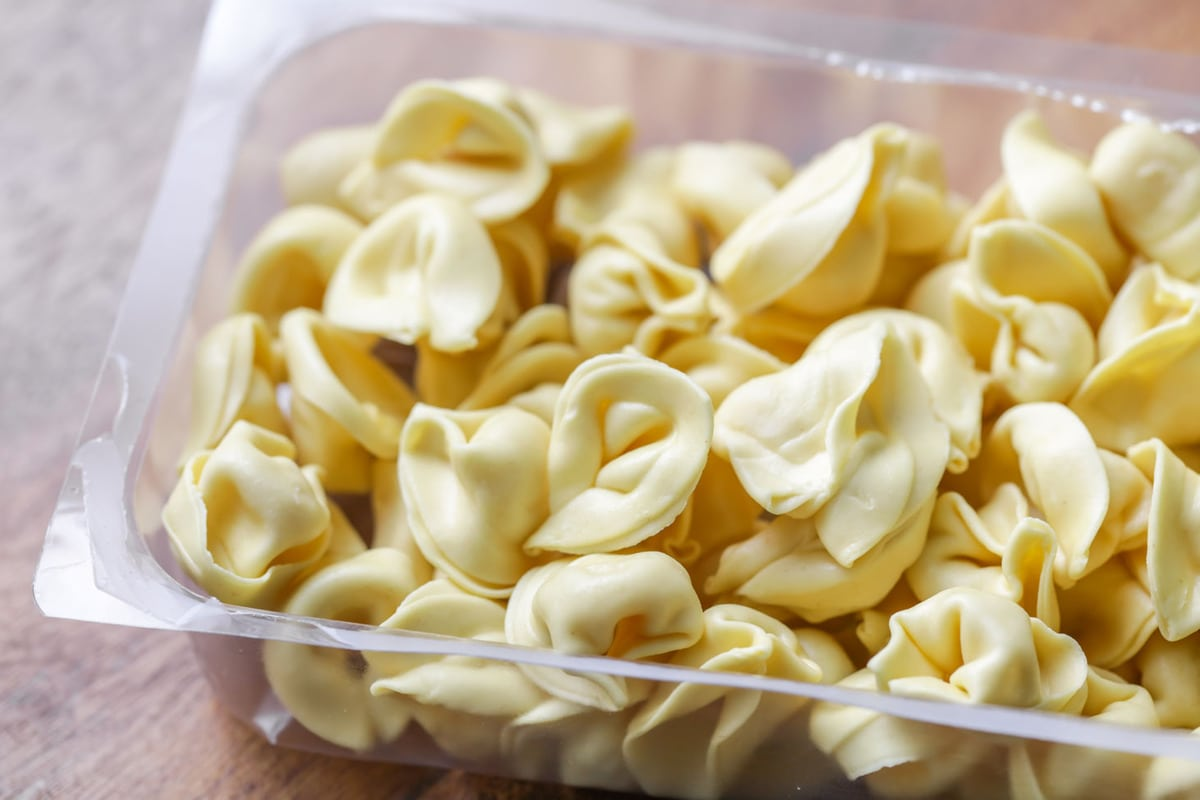 Easy Spinach Tortellini Salad + TIPS | Lil' Luna