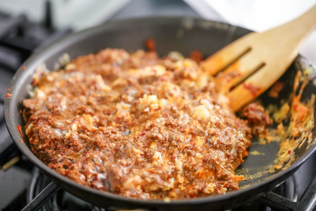 How to make chorizo and eggs process pic