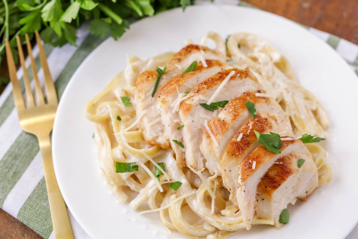 Go-to chicken pasta recipes - chicken alfredo close up
