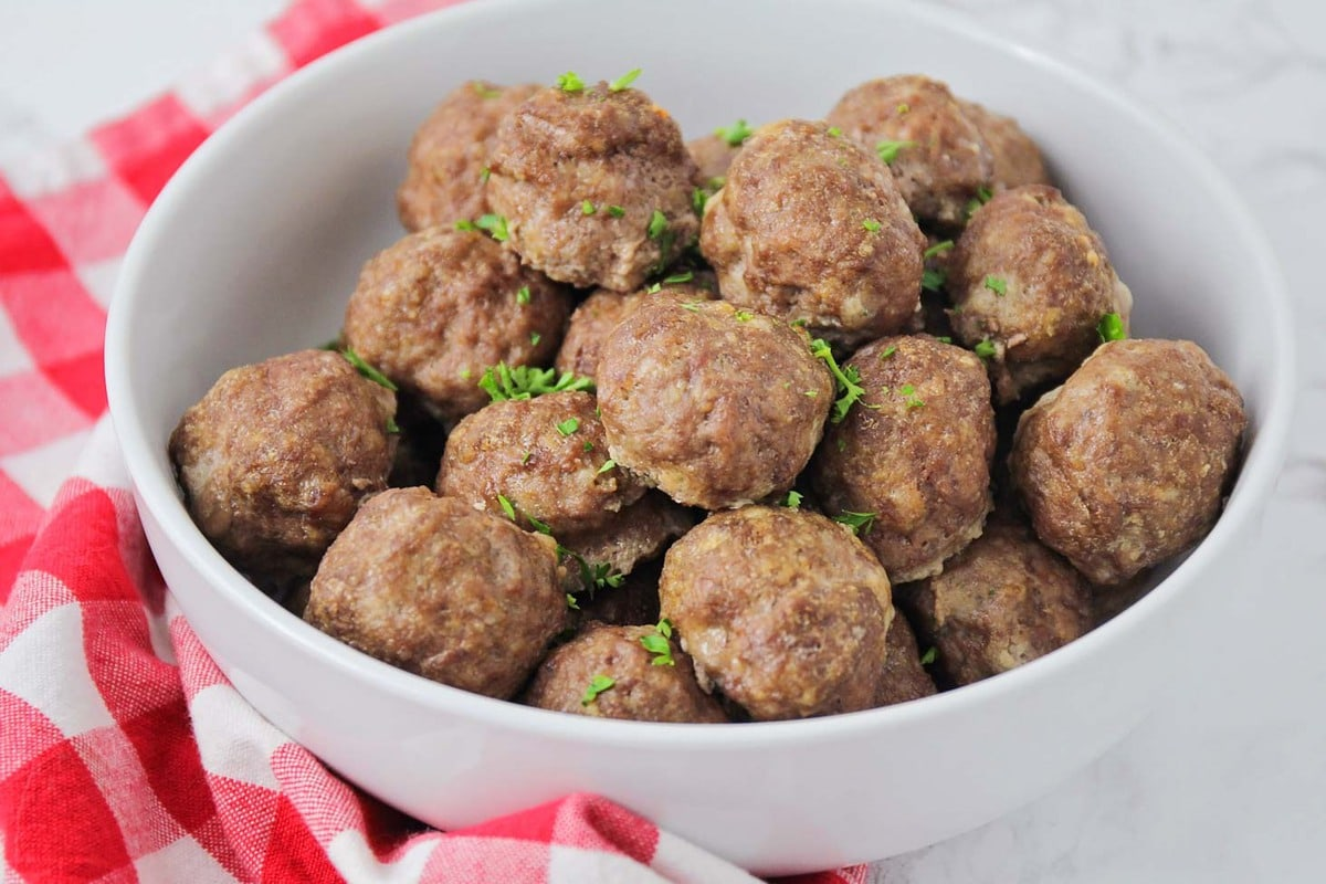 Easy meatball recipe in bowl