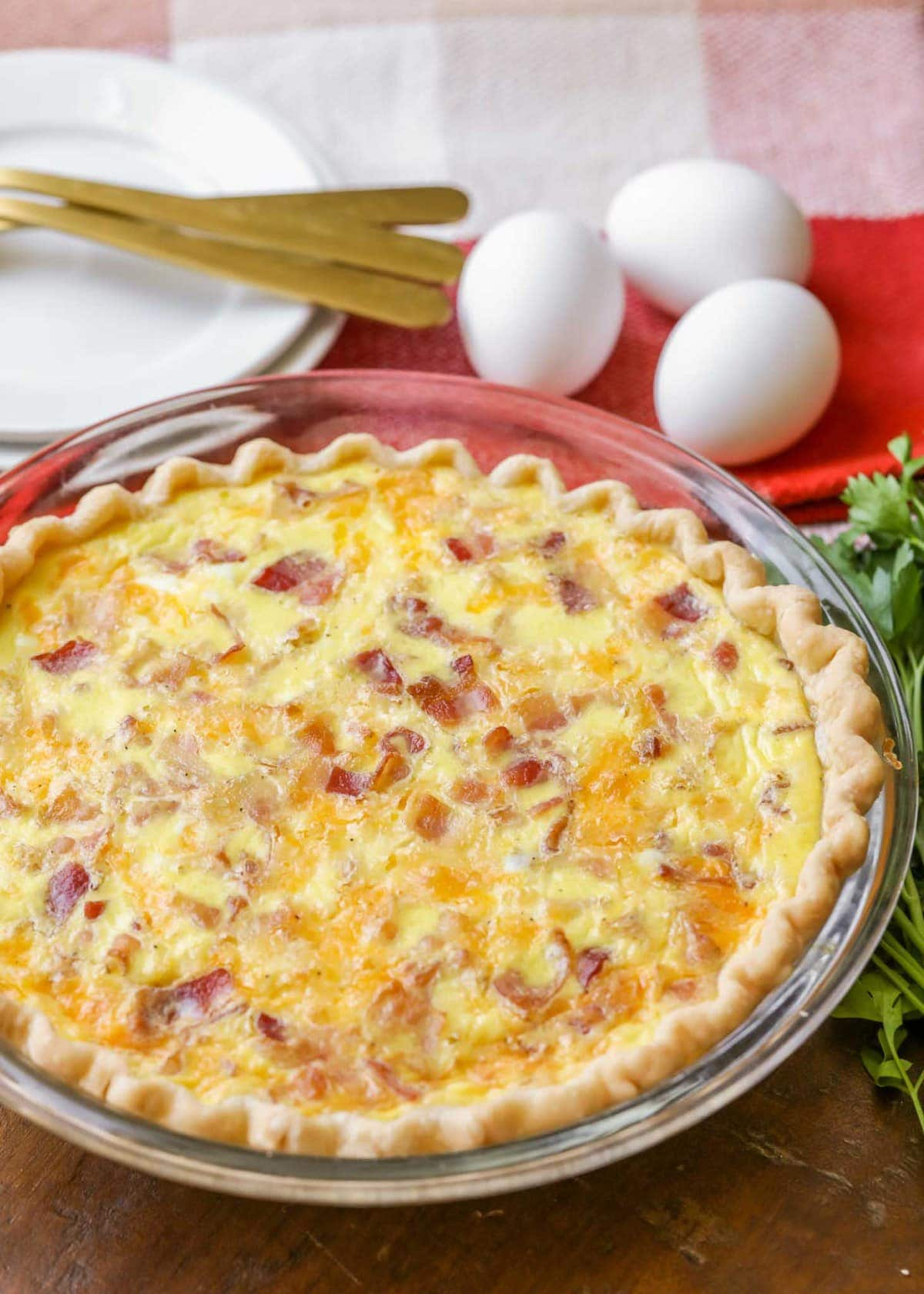 bacon and cheese quiche in a class pie dish