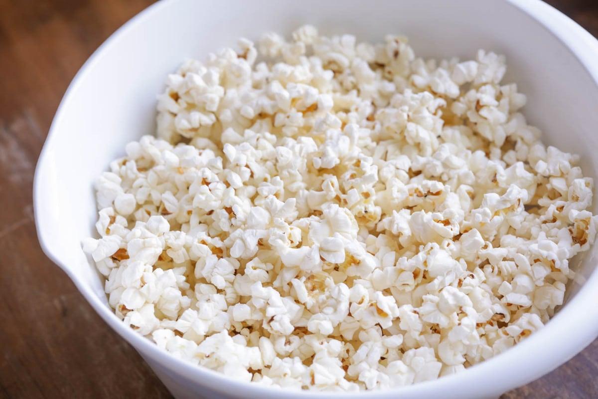 Plain popcorn for popcorn balls