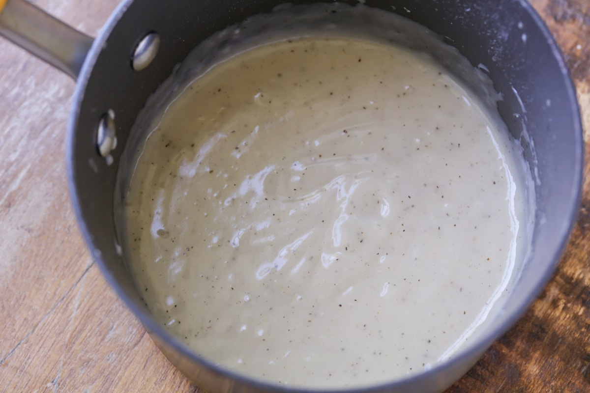 how to make turkey gravy in a saucepan