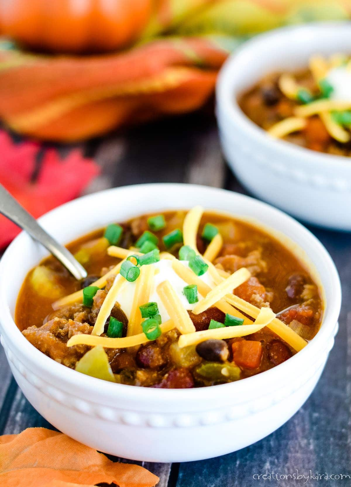 Recipe for hearty pumpkin chili with garnishes