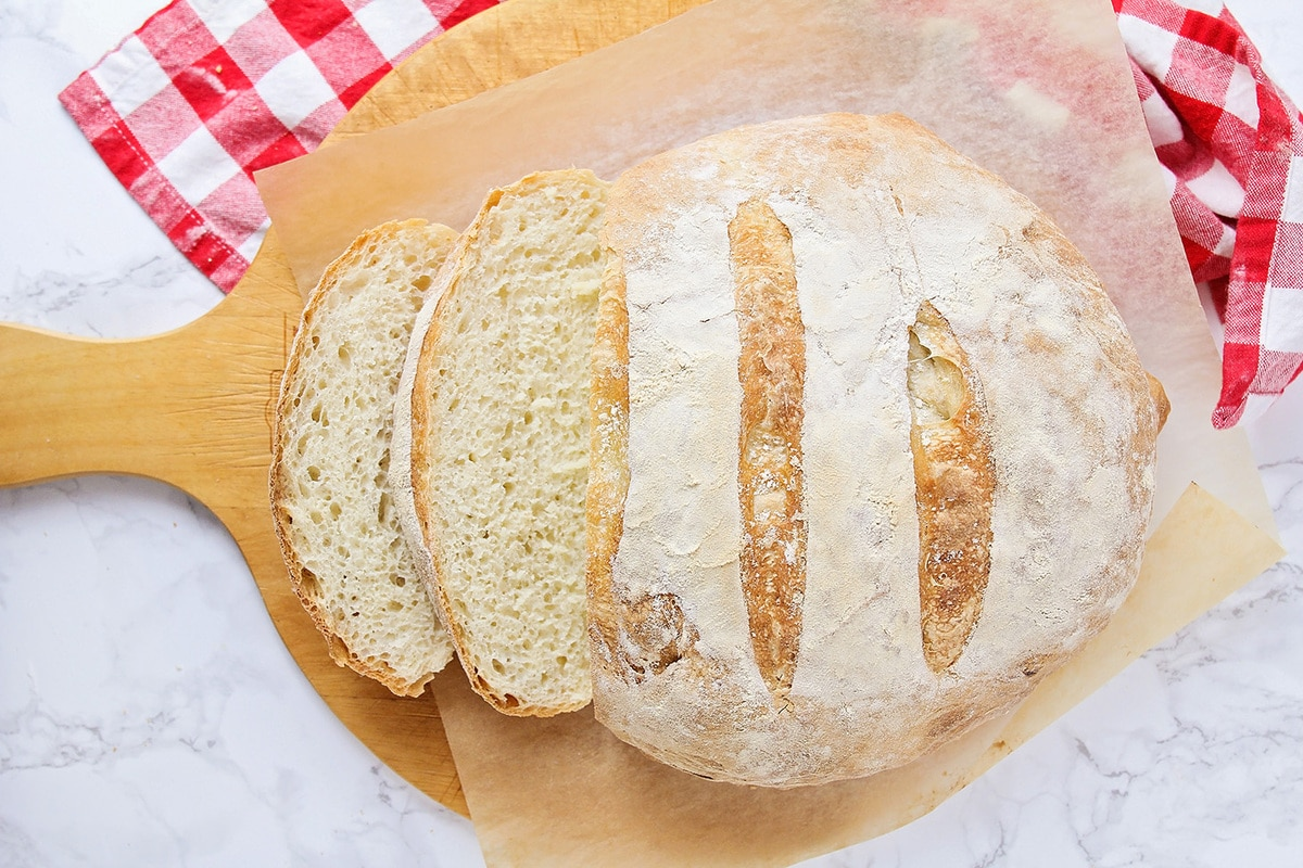 no knead bread with slices