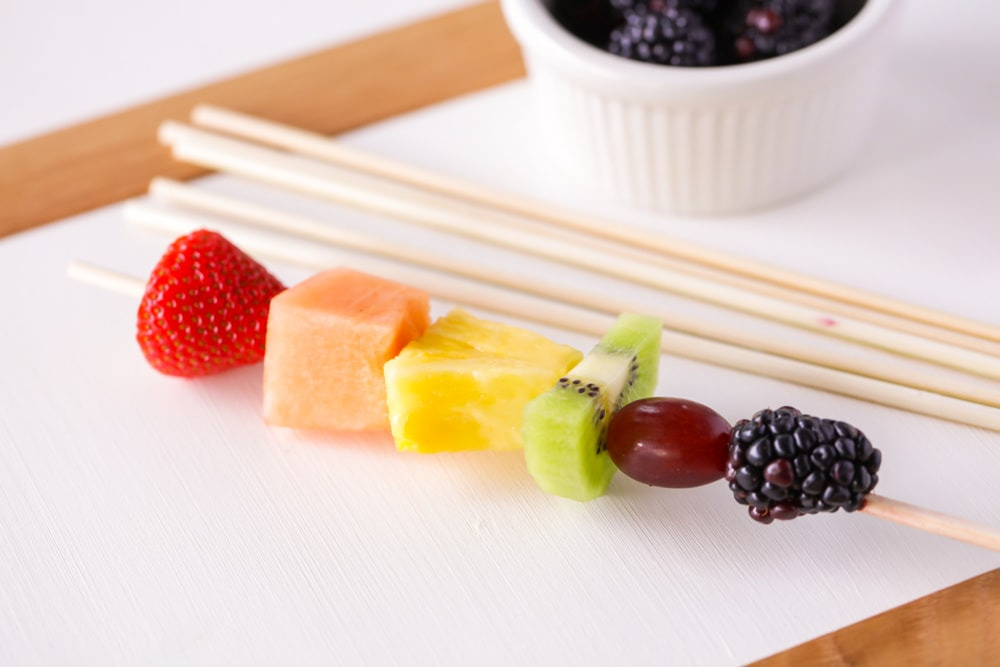 How to make fruit kabobs with skewers