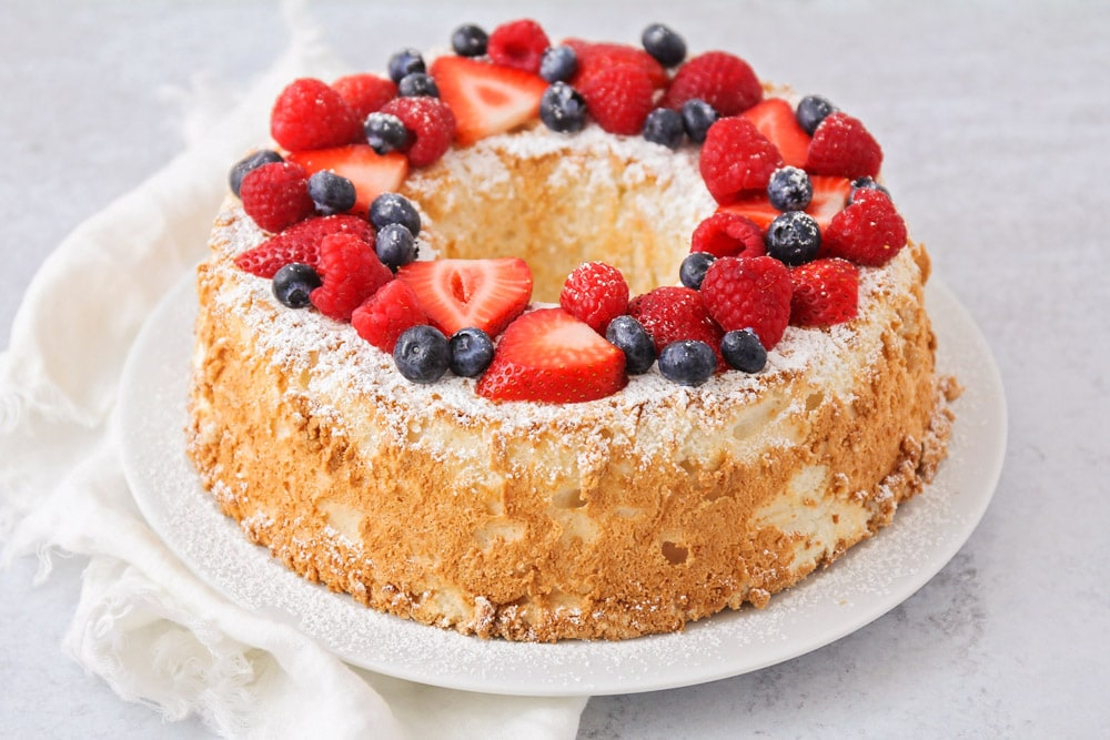 Angel food cake with powdered sugar and berries