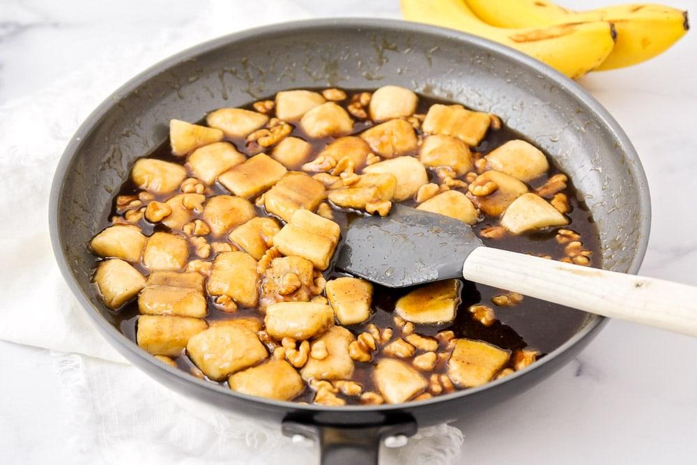 Bananas foster recipe - in pan