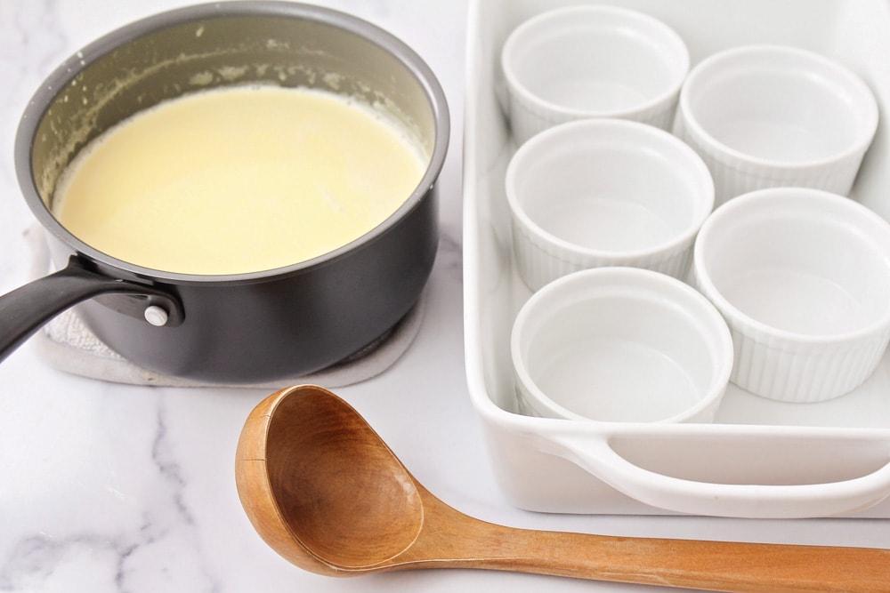 Comment faire une photo de processus de crème brûlée
