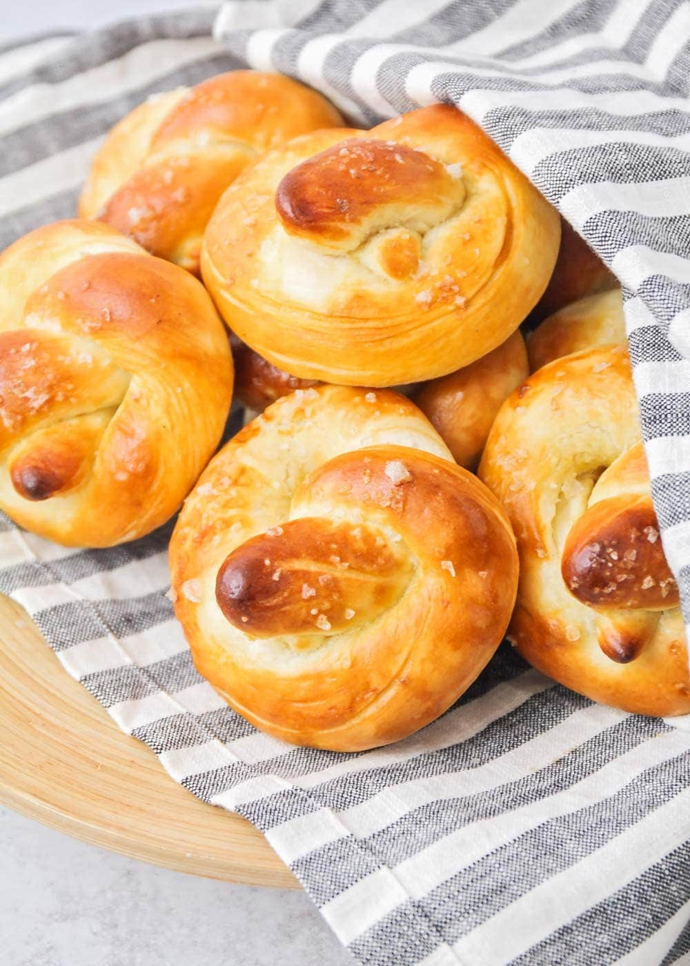 Soft pretzels recipe in basket