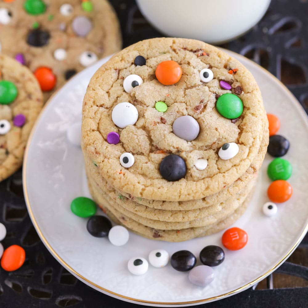 Halloween cookie recipe with candies and candy eyeballs