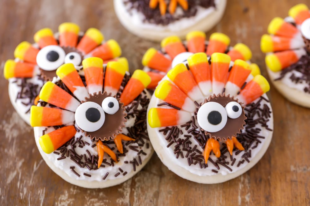 Thanksgiving sugar cookies that look like turkeys
