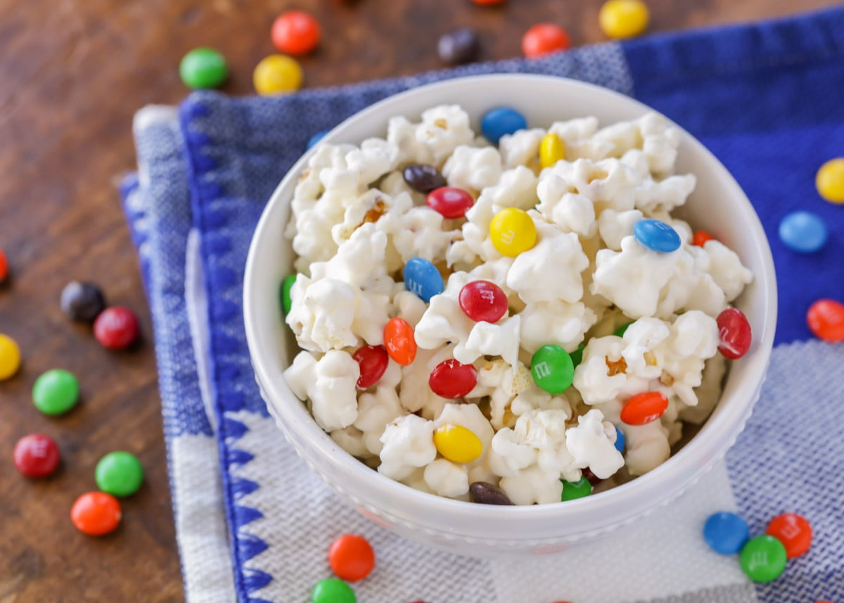 White chocolate popcorn in white bowl