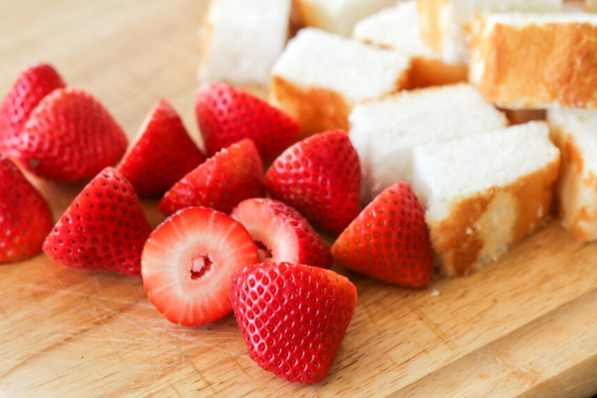 Strawberries and angel food cake pieces