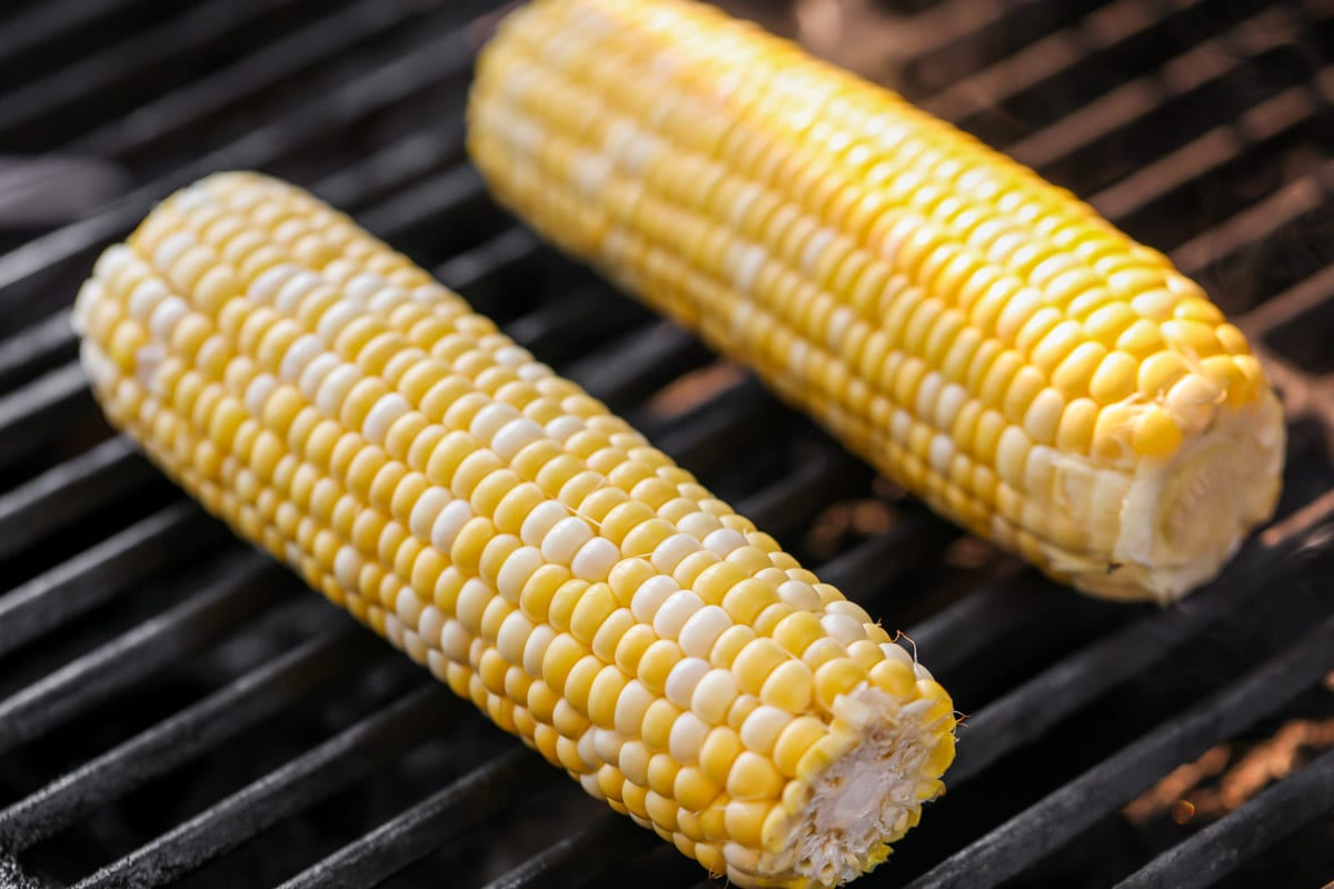 Cooking corn on the cob on the grill