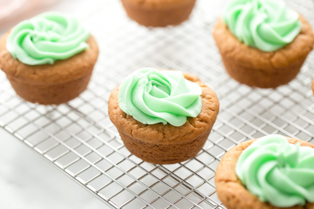 Piped green frosting on Easter Basket Cookie Cups